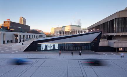 Dossier de presse | 809-05 - Communiqué de presse | Azure announces the finalists of the second annual AZ Awards - Azure Magazine - Concours - Firm:&nbsp;Menkès Shooner Dagenais Le Tourneux Architectes<br>Project:&nbsp;Foyer Culturel de la Place des Arts
