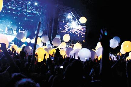 Dossier de presse | 824-01 - Communiqué de presse | ESKI illumine le Festival Coachella au son d'Arcade Fire ! - ESKI - Design d'éclairage - Crédit photo : ESKI
