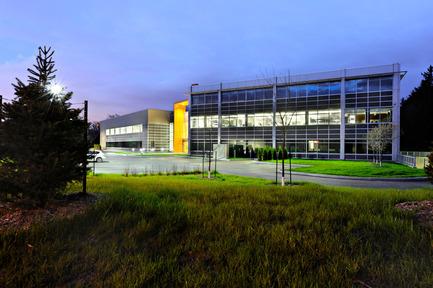 Dossier de presse | 819-01 - Communiqué de presse | Siège social de Schlüter Systems Inc. - DCYSA Architecture & Design - Architecture commerciale - Crédit photo : Gleb Gomberg