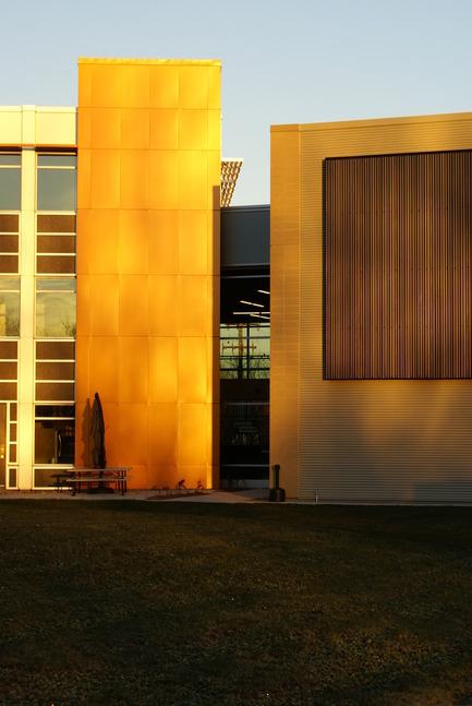 Dossier de presse | 819-01 - Communiqué de presse | Siège social de Schlüter Systems Inc. - DCYSA Architecture & Design - Architecture commerciale - Crédit photo : Alex St-Jean