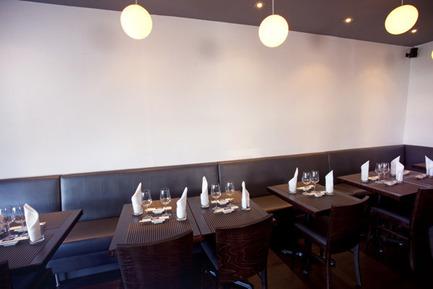 Dossier de presse | 760-02 - Communiqué de presse | Restaurant Kazumi - Jean de Lessard, Designers Créatifs - Architecture commerciale - Crédit photo : Jean Malek