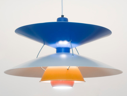 Dossier de presse | 701-02 - Communiqué de presse | Yesterday's Tomorrows - Musée d'art contemporain de Montréal (MAC) - Event + Exhibition - Simon Starling<br>Home-made Henningsen PH5 Lamps, 2004<br> Found metal lampshades, steel, light fittings<br><br>Collection Lisa Roumell &amp; Mark Rosenthal, New York<br>Courtesy Casey Kaplan, New York - Crédit photo : Cary Whittier