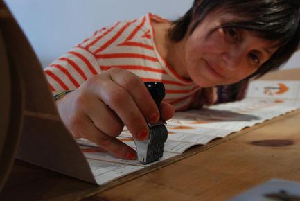 Press kit | 562-42 - Press release | Boutique CODE SOUVENIR MONTRÉAL : la créativité montréalaise à son meilleur! - Bureau du design - Ville de Montréal - Product - LES CHARLATANS&nbsp;<br>Designer : Jeanne Boucharlat&nbsp;<br>Nom du produit : Sirops alimentaires - Photo credit: Coffret : Les charlatans + Frédérick Duchesne&nbsp;<br>Portrait : Frédérick Duchesne&nbsp;<br>Atelier : Crystelle Bédard