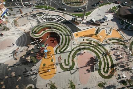 Press kit | 810-01 - Press release | Piazza Ricard Viñes - Benedetta Tagliabue -EMBT - Urban Design - Photo credit: Elena Valles