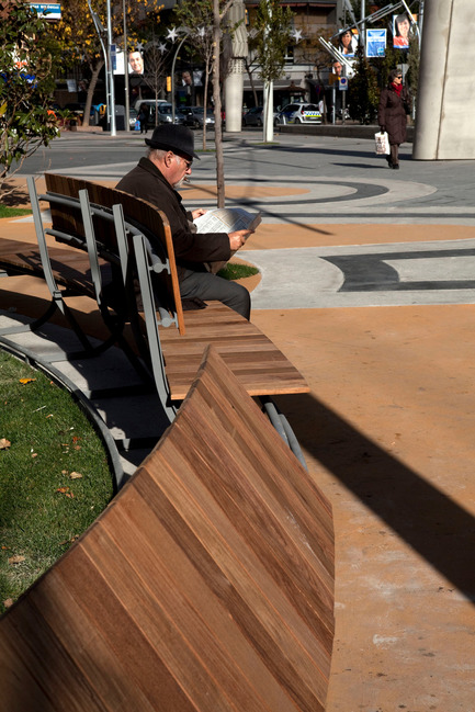 Press kit | 810-01 - Press release | Piazza Ricard Viñes - Benedetta Tagliabue -EMBT - Urban Design - Photo credit: Alex Gaultier