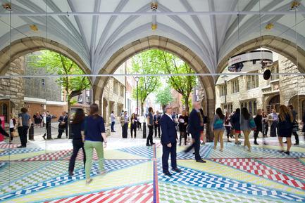 Press kit | 1109-02 - Press release | Clerkenwell Design Week celebrates a record-breaking fifthedition - Clerkenwell Design Week - Event + Exhibition - Tile Mile by russ + henshaw & Turkishceramics - Photo credit: Sophie Mutevelian