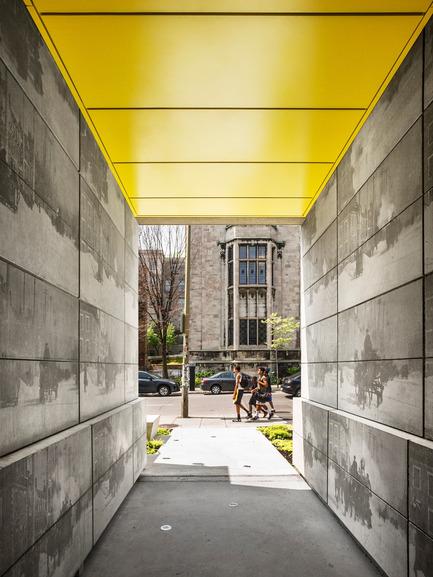 Press kit | 1057-03 - Press release | Edison Residence - KANVA - Residential Architecture - Porte-cochère (towards University street) - Photo credit: Marc Cramer