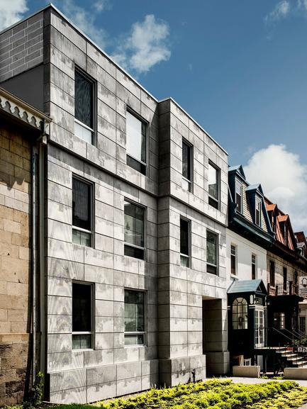 Press kit | 1057-03 - Press release | Edison Residence - KANVA - Residential Architecture - Front façade (University street) - Photo credit:  Marc Cramer