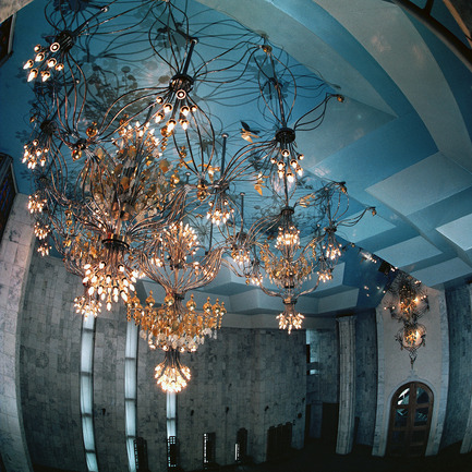 Dossier de presse | 902-02 - Communiqué de presse | A' Design Awards 2014 Les Gagnants Annoncés - A' Design Award and Competition - Concours - Bridal Veil soaring over the World... <br>The chandelier by Victor A. Syrnev<br><br>PROJECT DESCRIPTION:<br>Great Hall in the Palace of Weddings in Bishkek (Kyrgyzstan). The ceiling of complex profile, reminiscent of cumulus clouds. Object-bridal veil organically included in the cloud space. The basis was taken from constructive module, like the flower of four leaves. Each leaf consists of five thin copper tubes. The Center of flower is light unit with different numbers of lamps, about 10 to 25 pieces Series connection of the leaves together has created a flexible and light chandelier in the shape of a bride's veil. - Crédit photo : Victor A. Syrnev, 2013