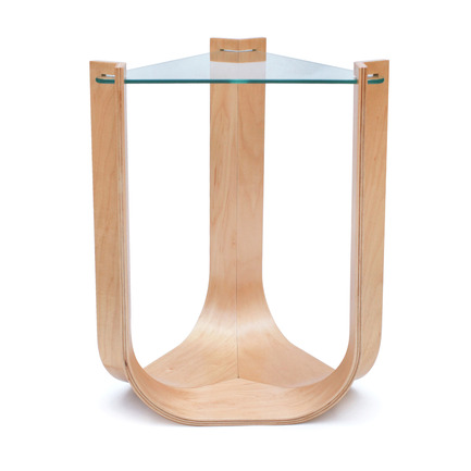 Dossier de presse | 902-02 - Communiqué de presse | A' Design Awards 2014 Les Gagnants Annoncés - A' Design Award and Competition - Concours - Una <br>Side Table by Conor McDonald<br><br>PROJECT DESCRIPTION:<br>the grace and simplicity of the una are achieved by capitalizing on the inherent strength and flexibility of plywood and the tension achieved through precise design considerations. the strength of the plywood affords volume and structure to the base. its flexibility and resulting tension allow the glass surface to be incorporated. by using traditional materials and manufacturing techniques in an untraditional way, una defines its own space without being foreign, both embracing and challenging the basic principles of design.  - Crédit photo : Conor McDonald, 2013.