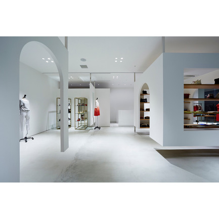 Dossier de presse | 902-02 - Communiqué de presse | A' Design Awards 2014 Les Gagnants Annoncés - A' Design Award and Competition - Concours - note et silence. mint Kobe <br>Retail by Shin Takahashi / Specialnormal<br><br>PROJECT DESCRIPTION:<br>note et silence is a select shop, which newly opened in Kobe, a port city in Kansai area. Based on the idea of Stage Setting, we aimed to create a versatile space and we made a box shaped wall, which can be moved to a certain extent. If the box is placed near the entrance, it creates a corridor and the space becomes very aggressive atmosphere. If it is placed at the back of the shop, it creates a bigger space within the shop. With the effect of the box, the shop space can be configured for different scenes like a gallery.  - Crédit photo : Koichi Torimura