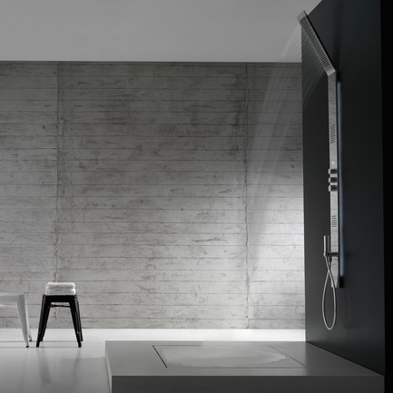 Press kit | 902-02 - Press release | A' Design Awards 2014 Winners Announced - A' Design Award and Competition - Competition - Obliqua Design Roberto Innocenti <br>Shower system by Rubinetterie Zazzeri SpA<br><br>PROJECT DESCRIPTION:<br>Obliqua, designed by Roberto Innocenti, is a new design shower by Zazzeri, which has a vertically developed shower head to create a simple, minimal look. The extremely slender Obliqua adheres to the wall with an innate elegance, naturally blending into the ambient. The clean, essential lines of Obliqua harmonize perfectly with any bathroom furnishing solution. <br> - Photo credit: Rubinetterie Zazzeri SpA, 2013.