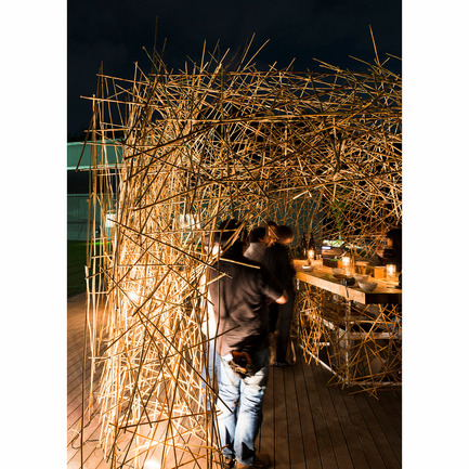 Press kit | 902-02 - Press release | A' Design Awards 2014 Winners Announced - A' Design Award and Competition - Competition - yoshi bar 2nd <br>Provisional Bar by Naoya Matsumoto<br><br>PROJECT DESCRIPTION:<br>systematically pieced together using six panels of reeds the yoshi bar by resembles a traditional gabled roof stall.The small shelter is held in place by the natural fibers which are grown in biwako shiga. the different panels are unable to stand alone but when placed next to each other they are supported to form the intimate enclosure. offering snatched glimpses through to its interior the sculptural piece has an enchanting quality to it. easily constructed over a couple of days the installation contains a bar where people can enjoy a relaxing and atmosphere and natural surroundings. - Photo credit: takeshi asano