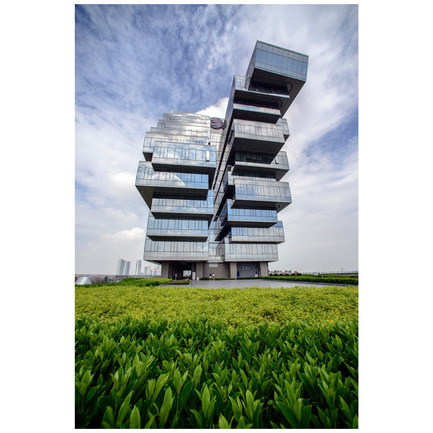 Dossier de presse | 902-02 - Communiqué de presse | A' Design Awards 2014 Les Gagnants Annoncés - A' Design Award and Competition - Concours - Nanfung Complex <br>Commercial, Hospitality and Exhibition by Andrew Bromberg of Aedas<br><br>PROJECT DESCRIPTION:<br>Located on the Pazhou island dedicated to exhibition related activities, the Nanfung Commercial, Hospitality and Exhibition Complex contains four distinct programmatic uses on two sites which are separated 160 meters from each other by another building. The unified structure of a vertical podium with a multi-storey horizontal blocks establishes and promotes a dialogue between the two buildings, leaping over the middle neighbour and creating a strong, unified architectural identity for the project. - Crédit photo : Andrew Bromberg of Aedas