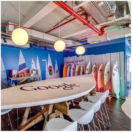 Dossier de presse | 902-02 - Communiqué de presse | A' Design Awards 2014 Les Gagnants Annoncés - A' Design Award and Competition - Concours - Google Office Tel Aviv <br>Office Interior Design by Camenzind Evolution, Yaron Tal, Setter<br><br>PROJECT DESCRIPTION:<br>Google Israel has opened its spectacular new office in Tel Aviv for their ever growing teams of engineers, sales and marketing. The new office occupies 8 floors and accommodates 500 workstations within a space of approximately 8000 m2. The new Google Office in Tel Aviv represents a new milestone for Google in the development of innovative work environments: nearly 50% of all areas have been allocated to create communication landscapes, giving countless oppor¬tunities to employees to flexibly collaborate and communicate with other Googlers in a diverse and inspiring environment. - Crédit photo : Itay Sikolski