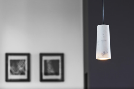 Press kit | 1191-01 - Press release | An Industry first: Terence Woodgate's lighting collection 'Solid' packaged with Bluetooth-controlled LED light bulb. - Terence Woodgate - Lighting Design -  Solid by Terence Woodgate <br>Core Carrara   - Photo credit: Terence Woodgate