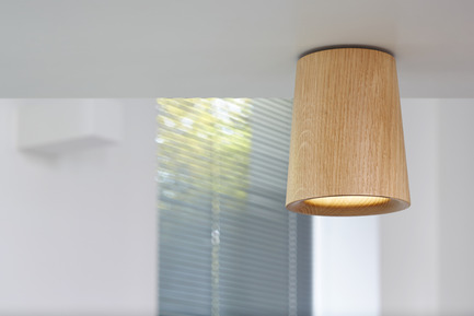 Press kit | 1191-01 - Press release | An Industry first: Terence Woodgate's lighting collection 'Solid' packaged with Bluetooth-controlled LED light bulb. - Terence Woodgate - Lighting Design -  Solid by Terence Woodgate<br>Downlight Cone Oak - Photo credit: Terence Woodgate