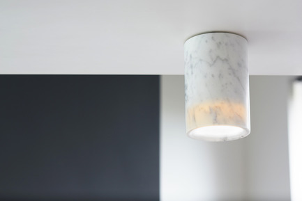 Press kit | 1191-01 - Press release | An Industry first: Terence Woodgate's lighting collection 'Solid' packaged with Bluetooth-controlled LED light bulb. - Terence Woodgate - Lighting Design -  Solid by Terence Woodgate <br>Downlight Cylinder Carrara   - Photo credit: Terence Woodgate