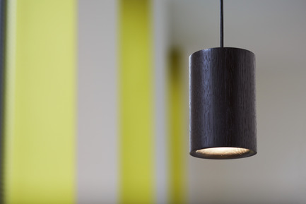 Press kit | 1191-01 - Press release | An Industry first: Terence Woodgate's lighting collection 'Solid' packaged with Bluetooth-controlled LED light bulb. - Terence Woodgate - Lighting Design -  Solid by Terence Woodgate <br>Pendant Cylinder&nbsp;Black Oak   - Photo credit: Terence Woodgate