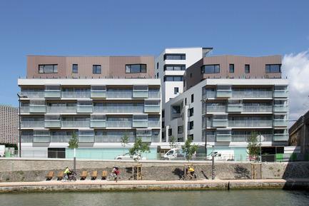 Dossier de presse | 1052-04 - Communiqué de presse | Daycare Nursery and collective housing Quai de la Charente - Margot-Duclot architectes associés (MDaa) - Residential Architecture - Façade canal - Crédit photo : MDaa