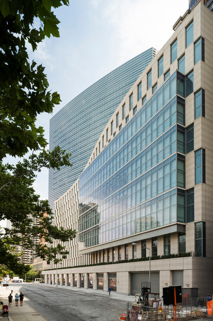 Press kit | 1204-01 - Press release | New Fordham Law School by Pei Cobb Freed & Partners to be Dedicated on September 18 - Pei Cobb Freed & Partners - Institutional Architecture - View east along 62nd Street - Photo credit: Paul Warchol