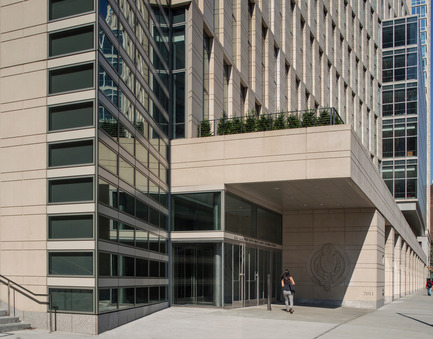 Press kit | 1204-01 - Press release | New Fordham Law School by Pei Cobb Freed & Partners to be Dedicated on September 18 - Pei Cobb Freed & Partners - Institutional Architecture - 62nd Street entrance - Photo credit: Paul Warchol