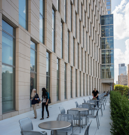 Press kit | 1204-01 - Press release | New Fordham Law School by Pei Cobb Freed & Partners to be Dedicated on September 18 - Pei Cobb Freed & Partners - Institutional Architecture - North terrace, second floor - Photo credit: Paul Warchol