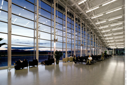 Press kit | 865-09 - Press release | Lemay expands its talent pool to better serve its clients - Lemay - Industrial Architecture -  Réaménagement de l'aérogare | Secteur des vols intérieurs | Aéroport international Jean-Lesage de Québec<br>Gagnon, Letellier, Cyr | Provencher Roy et associés | Cardinal Hardy et associés architectes en consortium<br> Cardinal Hardy Architectes (CHA) <br>  - Photo credit: Marc Cramer<br>