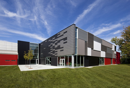 Dossier de presse | 865-09 - Communiqué de presse | Lemay expands its talent pool to better serve its clients - Lemay - Industrial Architecture -  Complexe Aquatique et Intergénérationnel de Côte Saint-Luc, Montreal<br>Martin Marcotte / Architectes (MMA)<br>  - Crédit photo : Stéphane Brugger