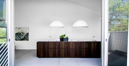 Press kit | 1045-02 - Press release | Quand la cuisine devient volume architectural -Maison Holy Cross - Pure Cuisines + mobilier européens - Design d'intérieur résidentiel - <br> - Photo credit: Antoine Fortin