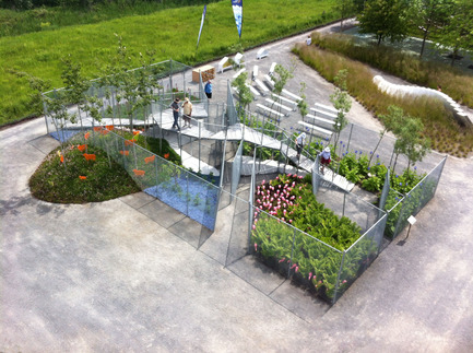 Press kit | 837-10 - Press release | The 16th International Garden Festival at Les Jardins de Métis / Reford Gardens will BUZZ in 2015! - International Garden Festival / Reford Gardens - Landscape Architecture -  VEIL GARDEN<br>by Studio Bryan Hanes [Bryan Hanes, Pete Malandra, Jose Menendez,Yadiel Rivera Diaz, Brenna Herpmann] & DIGSAU [Jules Dingle, Jeff Goldstein, Mark Sanderson, Jamie Unkefer, Aaron Jezzi]<br>Philadelphia, United States<br><br>Veil Garden is an enclosure constructed with chain link fencing, providing privacy and protection for both plants and people and an opportunity traverse the garden from above.<br><br>www.studiobryanhanes.com, www.digsau.com    - Photo credit: Martin Bond