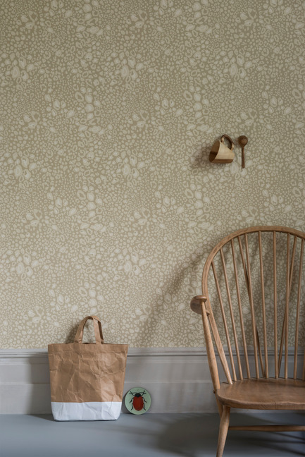 Press kit | 798-06 - Press release | Ramacieri Soligo presents Farrow & Ball paints and wallpapers - Ramacieri Soligo - Product -   Wallpaper: Ocelot. BP 3702<br>Woodwork : Shaded White, &nbsp;Estate Eggshell<br>Floor : Off White, Floor Paint&nbsp;<br><br>   - Photo credit:  Farrow &amp; Ball