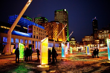 Dossier de presse | 562-52 - Communiqué de presse | Luminothérapie: interactive and digital public art illuminate winter in Montreal's Quartier des Spectacles - Bureau du design - Ville de Montréal - Urban Design -  Prismatica by RAW Design  - Crédit photo : Cindy Boyce