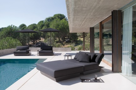 Press kit | 688-05 - Press release | Manutti brings a breath of fresh air for Spring 2015 - Jardin de Ville - Product - AIR CONCEPT 6 (LOUNGER) cushion set 132 - Photo credit:         C. Ichou