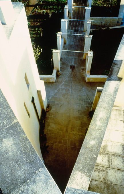 Press kit | 756-09 - Press release | Rooms You May Have Missed: Umberto Riva, Bijoy Jain - Canadian Centre for Architecture (CCA) - Event + Exhibition - Umberto Riva Architetto. Casa Miggiano, Otranto, Lecce, Apulia, Italy, 1989–1996. View of cut in south facade and pergola extending into garden. Photograph by Giovanni Chiaramonte. ©Giovanni Chiaramonte.<br><br>
