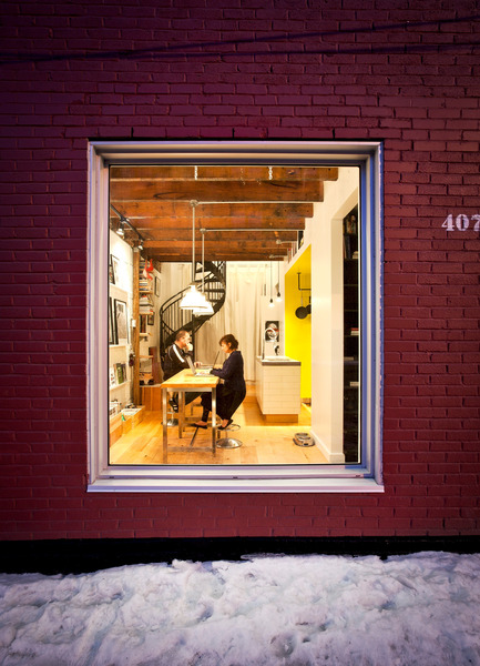 Press kit | 1608-01 - Press release | The Tire Shop Project - Mark+Vivi - Residential Architecture - View through gallery window - Photo credit: Adrien Williams