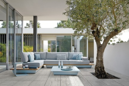 Press kit | 688-05 - Press release | Manutti brings a breath of fresh air for Spring 2015 - Jardin de Ville - Product - AIR CONCEPT 1 (264cm X 371cm) Ice blue - Photo credit:         C. Ichou