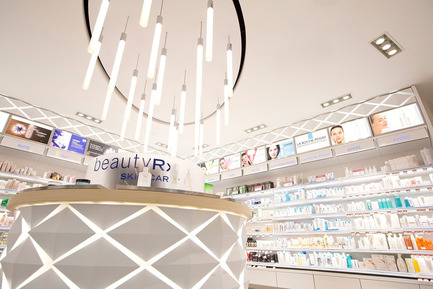 Press kit | 1332-01 - Press release | Rethink consumer experience and surpass sales objectives - Tuxedo - Commercial Architecture - Shoppers Drug Mart Vancouver - Photo credit: Gadbois Photography