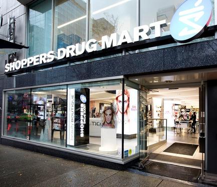 Dossier de presse | 1332-01 - Communiqué de presse | Repenser l'expérience client et dépasser les objectifs de vente - Tuxedo - Architecture commerciale - Shoppers Drug Mart Vancouver - Crédit photo : Gadbois Photography