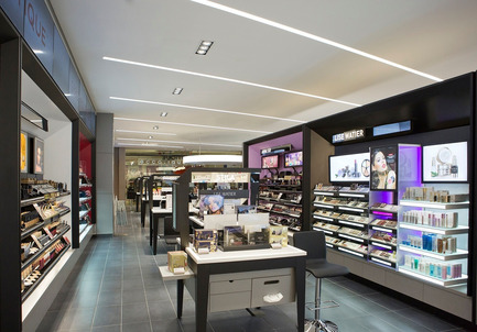 Press kit | 1332-01 - Press release | Rethink consumer experience and surpass sales objectives - Tuxedo - Commercial Architecture - Shoppers Drug Mart Richmond - Photo credit: Gadbois Photography