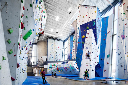 Dossier de presse | 1117-01 - Communiqué de presse | Allez-Up – Montreal's First Rock Climbing Gym - Smith Vigeant architectes - Commercial Architecture - Crédit photo : Stéphane Brugger