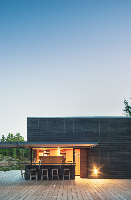 Press kit | 1600-01 - Press release | A Modern Boathouse in a Canadian Landscape - Weiss Architecture & Urbanism Limited - Residential Architecture - Servery and Bar - Photo credit: Arnaud Marthouret