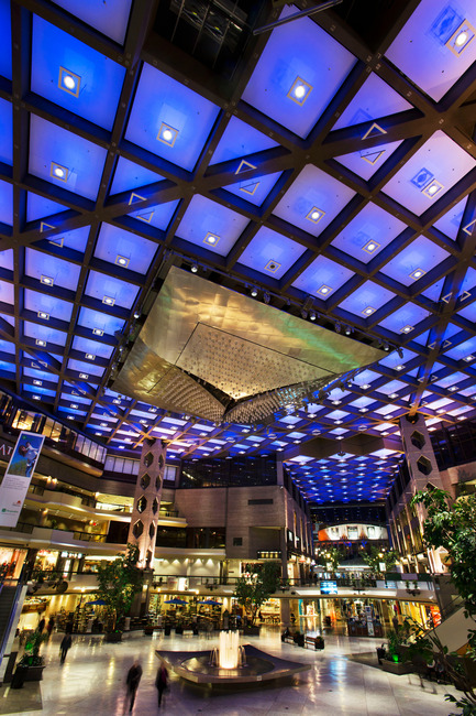 Dossier de presse | 621-20 - Communiqué de presse | A Dynamic NewLighting Signature for Complexe Desjardins - Lightemotion - Lighting Design -  Complexe Desjardins - Retail Concourse   - Crédit photo : LIghtemotion