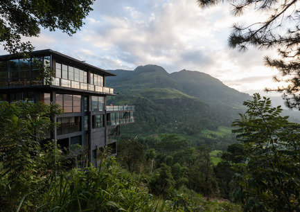Dossier de presse | 809-15 - Communiqué de presse | Azure announces the finalists of the fifth annual AZ Awards - Azure Magazine - Competition - Commercial  ⁄ Institutional Architecture Over 1,000&nbsp;Square Metres: Palinda Kannangara: Hotel by the Waterfalls, Ramboda, Sri Lanka<br> - Crédit photo :  AZ Awards 2015
