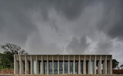 Dossier de presse | 809-15 - Communiqué de presse | Azure announces the finalists of the fifth annual AZ Awards - Azure Magazine - Competition - Commercial ⁄ Institutional Architecture Under 1,000Square Metres: Chrofi: Lune de Sang Sheds, Northern New South Wales, Australia<br><br> - Crédit photo :  AZ Awards 2015