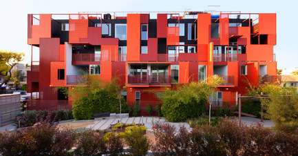 Dossier de presse | 809-15 - Communiqué de presse | Azure announces the finalists of the fifth annual AZ Awards - Azure Magazine - Concours - Residential Architecture – Multi-Unit: Lorcan O'Herlihy Architects: Formosa1140, West Hollywood, USA<br> - Crédit photo :  AZ Awards 2015