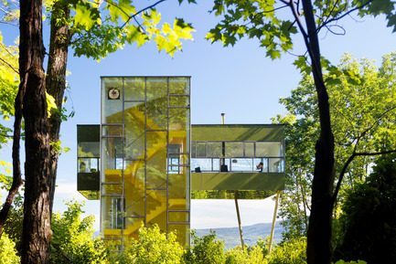Dossier de presse | 809-15 - Communiqué de presse | Azure announces the finalists of the fifth annual AZ Awards - Azure Magazine - Concours - Residential Architecture – Single Family: GLUCK+: Tower House, Upstate New York, USA<br> - Crédit photo :  AZ Awards 2015