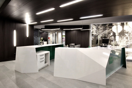Press kit | 1170-01 - Press release | Mile-End Service Centre of the Caisse Desjardins des Versants du mont Royal - Cardin Julien - Commercial Architecture - Front desk<br> - Photo credit: Vincent Audy