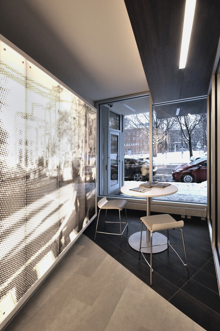 Press kit | 1170-01 - Press release | Mile-End Service Centre of the Caisse Desjardins des Versants du mont Royal - Cardin Julien - Commercial Architecture - Backlit wall<br> - Photo credit: Vincent Audy