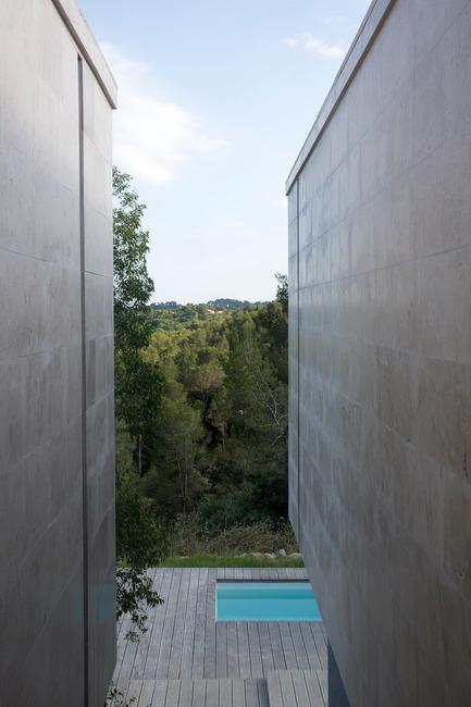 Press kit | 921-03 - Press release | Réalisation d'une maison individuelle - Elodie Nourrigat et Jacques Brion architectes - Immobilier - Photo credit: Paul KOZLOWSKI